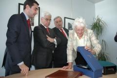 Entrega de la botella del 75 Aniversario a Fischer (14 de julio de 2008)